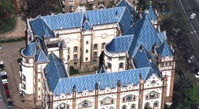 A Földtani Intézet kék tetős palotája