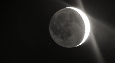 Holdsarló földfénnyel