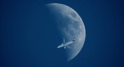Holdutazás