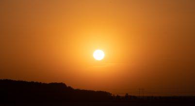Sivatagi por a naplementében