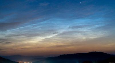 Éjszakai világító felhő Székelyföld felett