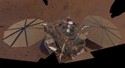 Trükkösen porolták le InSight Mars szonda napelemét