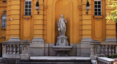 A Széchenyi gyógyfürdő külső női szobra