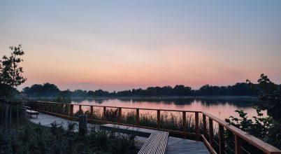 Naplás-tó naplemente idején