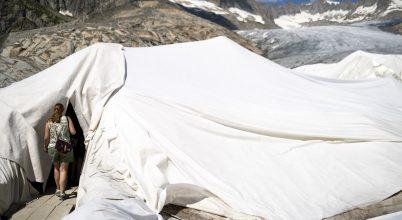 Így néz ki egy különleges takarókkal védett gleccser