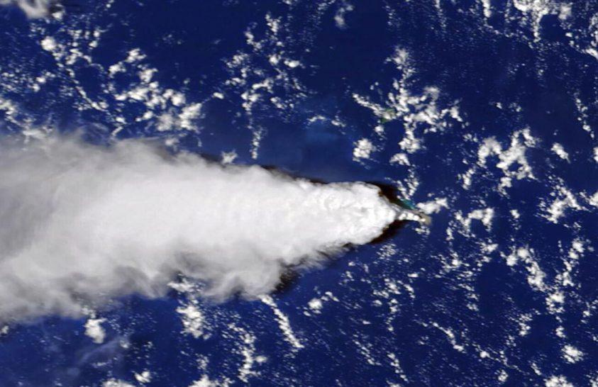 Tenger alatti vulkánkitörés japán vizeken