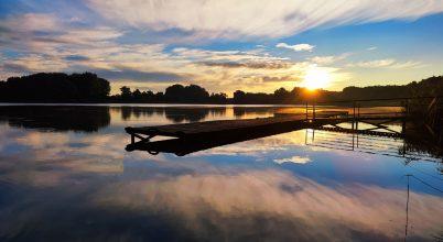 Naplás-tó hajnali fényben