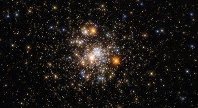 Kozmikus szikrát fotózott a Hubble