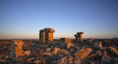 Sziklába vájt nekropoliszt tártak fel